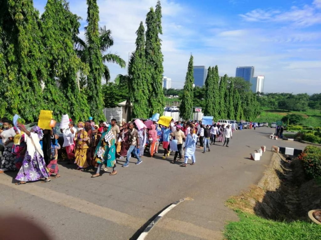 Protesters Storm US Embassy, Demands Probe Of Atiku, Melaye, PDP Chieftains Linked With Hushpuppi 3