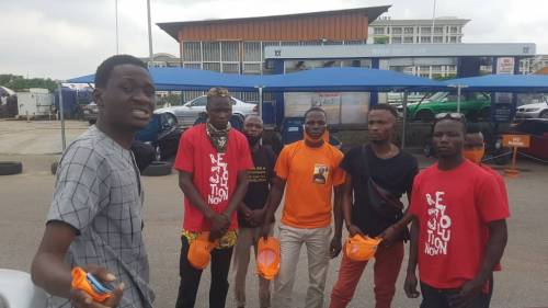 RevolutionNow: Security Operatives Shave Off Protester's Hair With Knife, Broken Bottle In Abuja 3