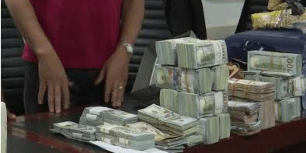 Two Lebanese Men Arrested While Attempting To Smuggle $890,000 Cash Out Of Nigeria 1