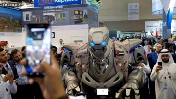 King of Bahrain robot bodyguard video: Does the king of Bahrain have a robot bodyguard? 2