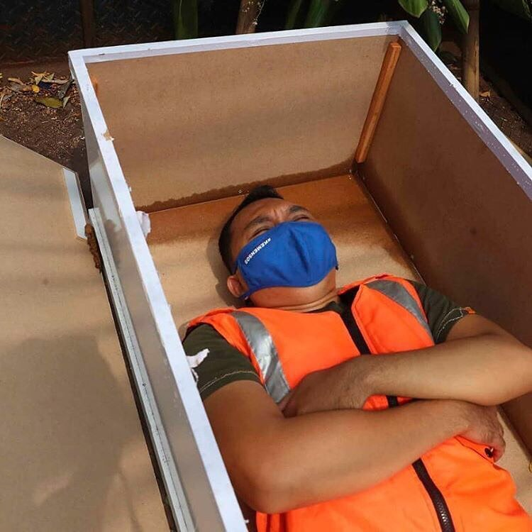 Caught not wearing a face mask in Jakarta? You'll be put in a coffin as punishment - PHOTOS 2