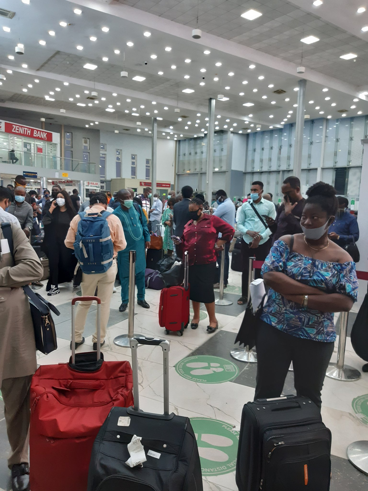 Passengers Stranded As Aviation Unions Shutdown Arik Air Operations In Lagos Over Unpaid Salaries 4