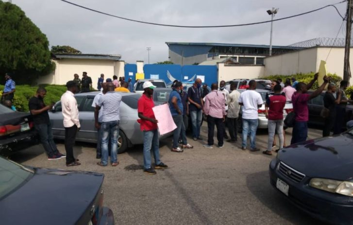 Passengers Stranded As Aviation Unions Shutdown Arik Air Operations In Lagos Over Unpaid Salaries 3