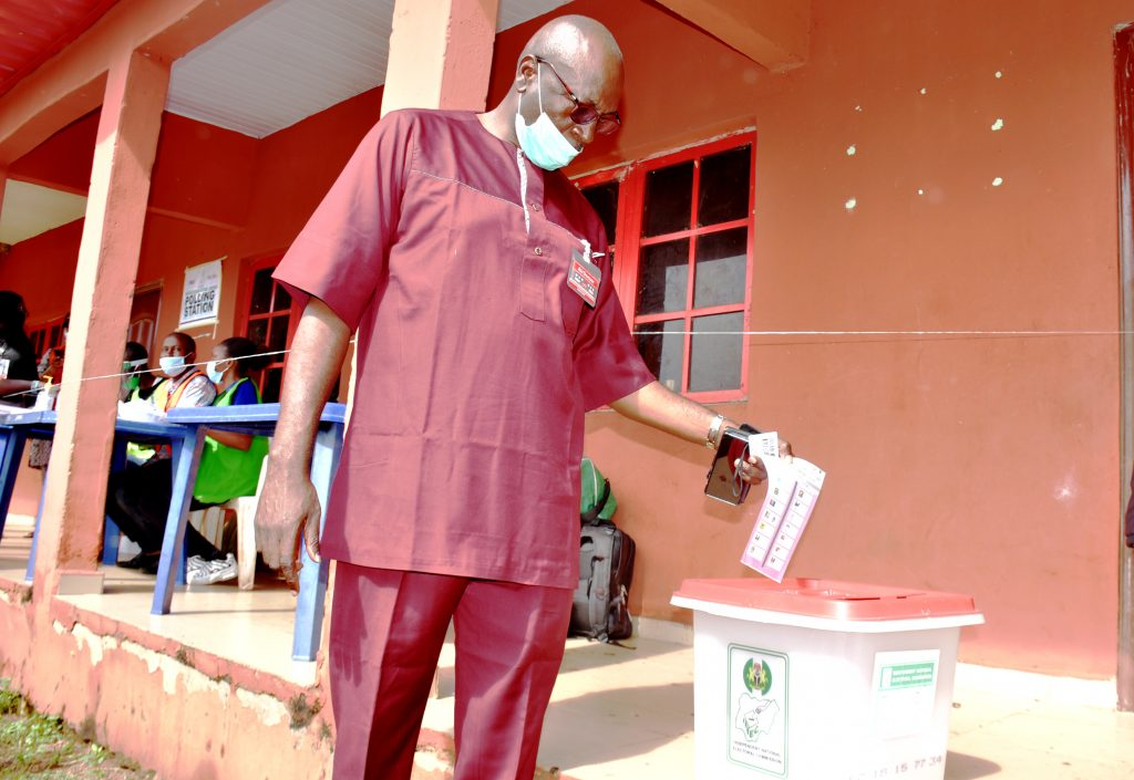 Edo Election: Oshiomole, Ize-Iyamu Cast Their Votes, Expresses Confidence That APC Will Win 1
