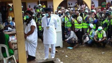 Ondo Election: PDP Candidate, Jegede And Wife Finally Cast Votes After Technical Challenges 2