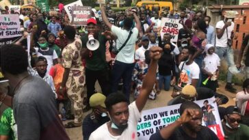 Police Threatens To Shoot And Seize Phones Of #EndSARS Protesters In Calabar [Video] 6