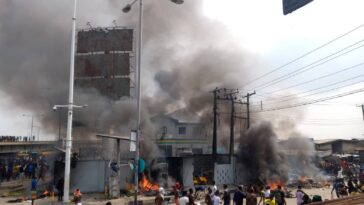 LAGOS: Orile Police Station Set Ablaze After Officer Allegedly Shot Two Hoodlums [Video] 13