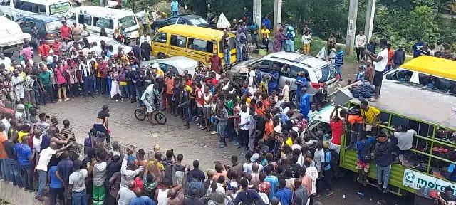 Travelers Stranded As #EndSARS Protesters Block Lagos-Ibadan Expressway In Oyo [Video] 1