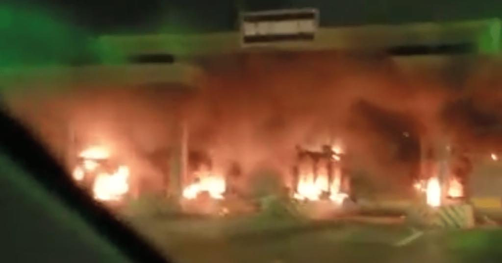 Lekki-Ikoyi Toll Gate On Fire As #EndSARS crises in Lagos worsens despite curfew 2