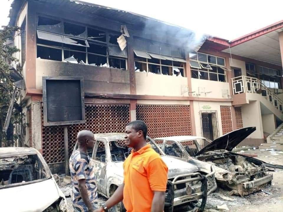 PHOTONEWS: Ajeromi Ifelodun local government council Lagos burnt down by hoodlums 3