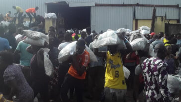 Lagos Residents Discover A Warehouse Loaded With COVID-19 Palliative Meant For Nigerians [Video] 11