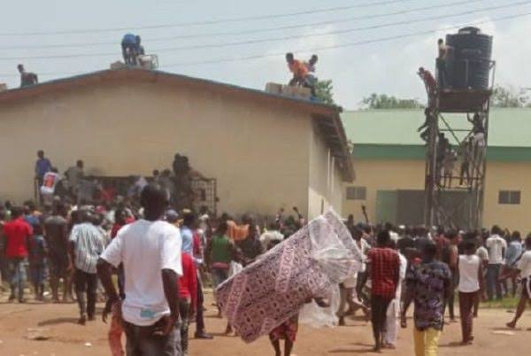 Nigerian Army Deploys Helicopter As Hoodlums Breaks Into Abuja NYSC Camp In Kubwa [Video] 1