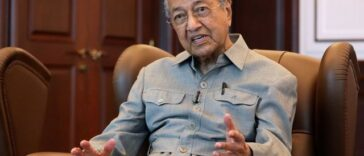 Malaysia's Former PM, Mahathir Mohamad Says Muslims Have Right To Kill Millions Of French People 25