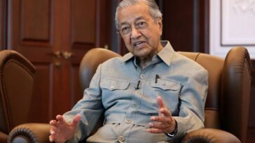 Malaysia's Former PM, Mahathir Mohamad Says Muslims Have Right To Kill Millions Of French People 12