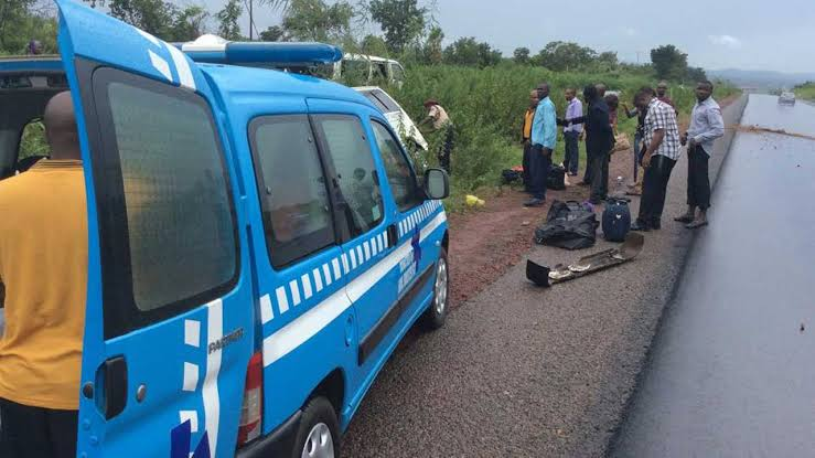 Six Dead, 11 Injured As Speeding Bus Crashes With Truck Along Enugu-Onitsha Expressway 1