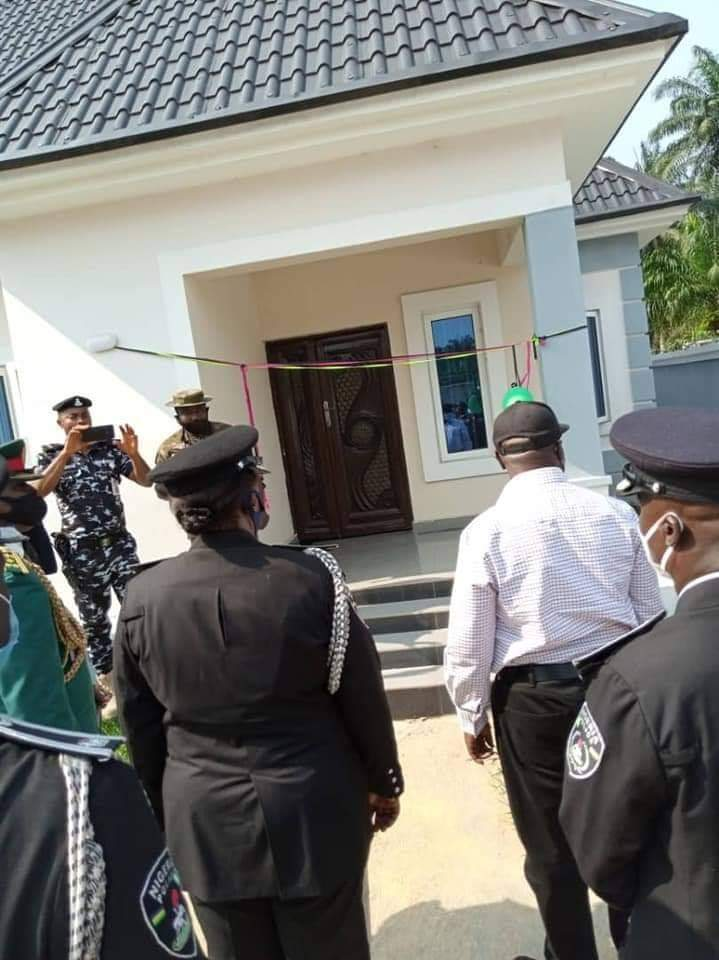 Governor Ikpeazu Presents 2 New Houses As Official Quarters To Abia Security Chiefs 2