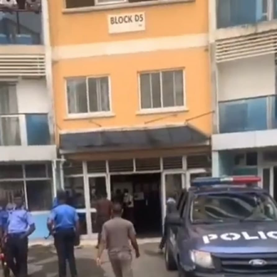 Man Jumps To His Death As EFCC Storms His Lagos Apartment To Effect Some Arrests [Video] 2