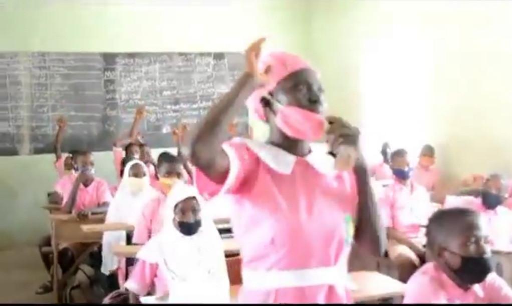 50-Year-Old Woman, Ajayi Folashade Enrolls In JSS2 Class At Ilorin Grammar School [Photos] 4