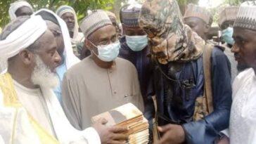Sheikh Gumi Meets Bandits Who Kidnapped Kagara Students In Niger State [Photos] 5