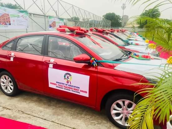 Governor Sanwo-Olu Presents Cars To 13 Outstanding Teachers In Lagos [Photos] 3