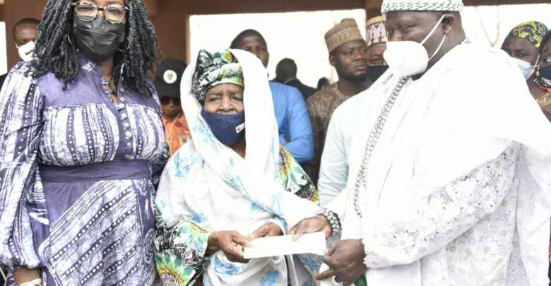 Dangote Empowers 16,000 Women With N10,000 Each In Kwara 2