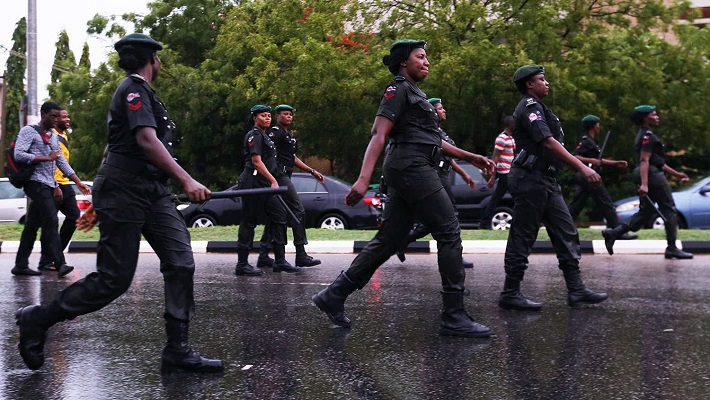 Aba residents ordered back to their houses as gunshots rocks police area command in Aba 1
