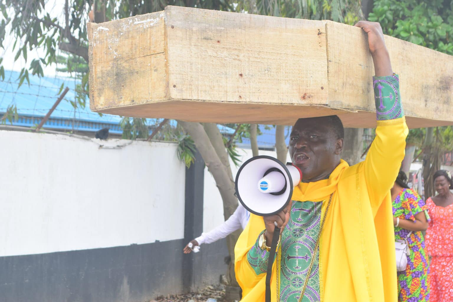 Nigerian Archbishop Protest Against President Buhari With Heavy Coffin On His Head [Photos] 3