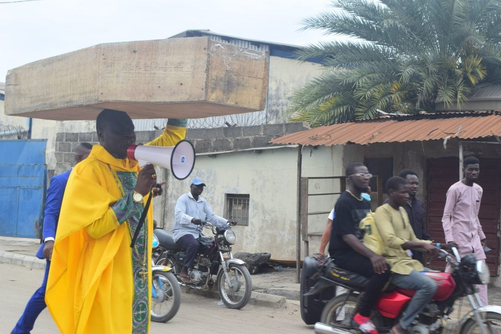 Nigerian Archbishop Protest Against President Buhari With Heavy Coffin On His Head [Photos] 4