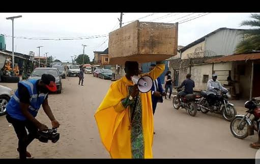 Nigerian Archbishop Protest Against President Buhari With Heavy Coffin On His Head [Photos] 2