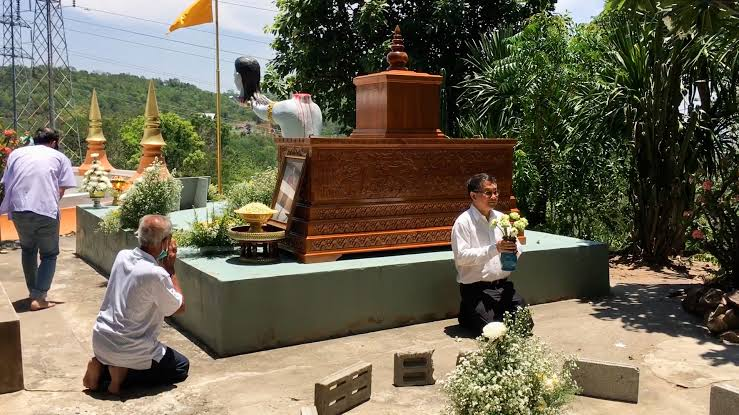 68-Year-Old Monk Beheads Himself As An Offering To Buddha For 'Good Luck In The Afterlife' 4