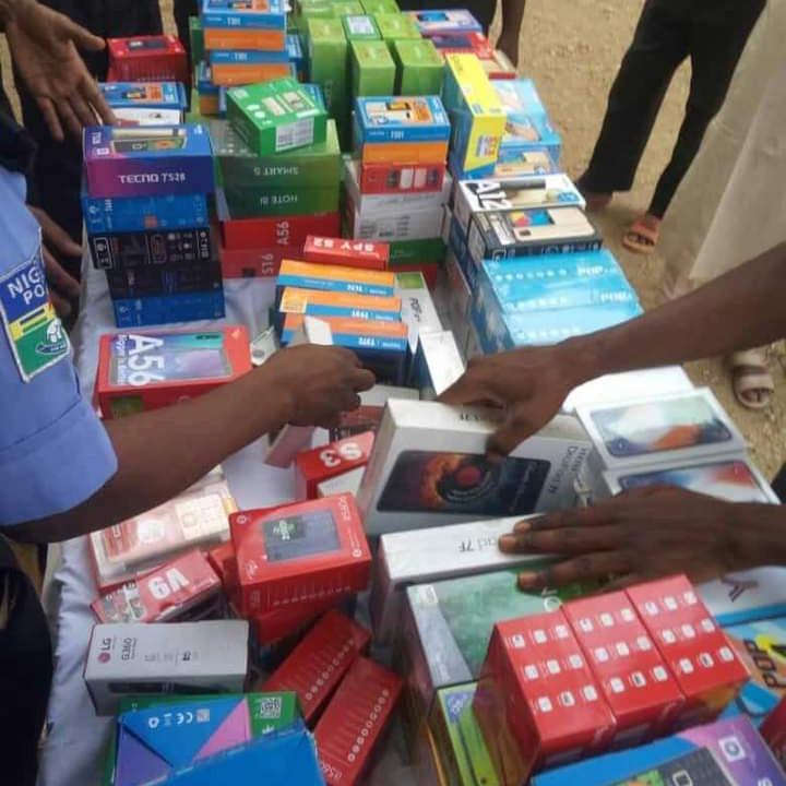 Police Arrests 23-Year-Old Man Who Stole 273 Phones Worth N15 Million In Katsina [Photos] 4