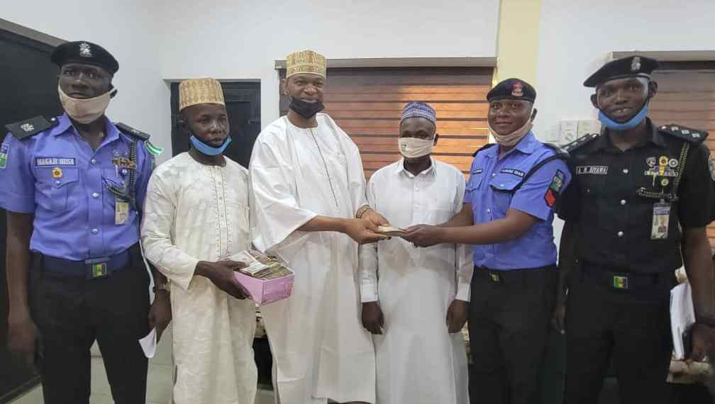 Police Sergeant Rewarded After Returning N1.2 Million Found At Accident Scene In Kano 2