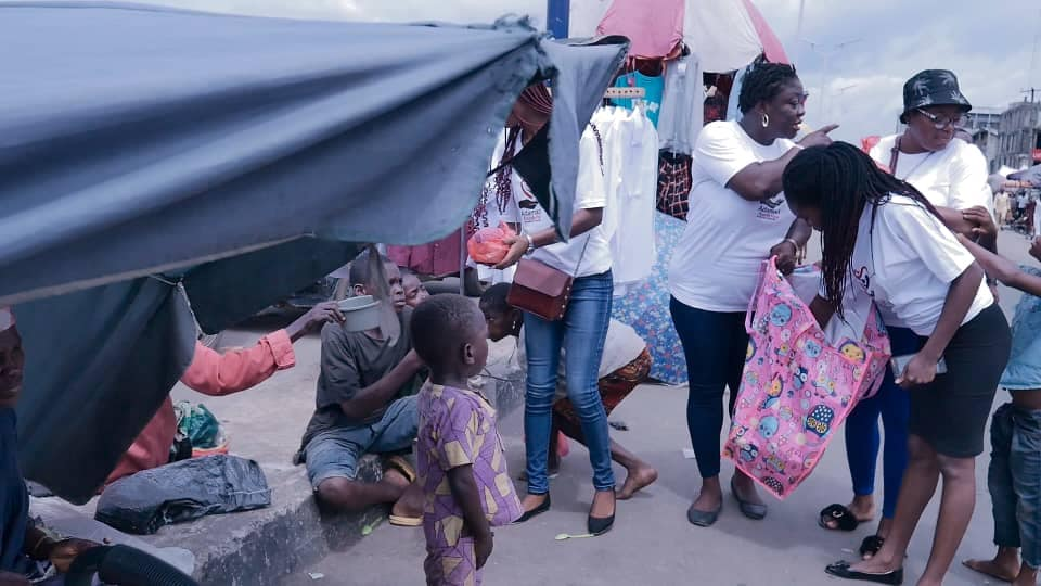 Adamazi Foundation: Blogger Adamazi Mbonu feeds the street to celebrate birthday - PHOTOS 34