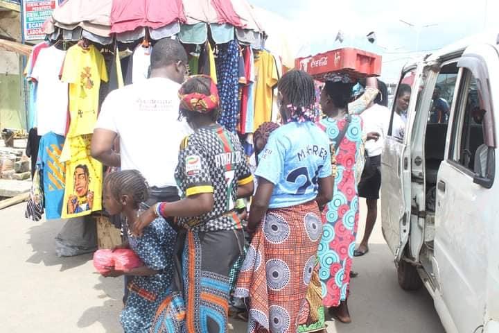 Adamazi Foundation: Blogger Adamazi Mbonu feeds the street to celebrate birthday - PHOTOS 33