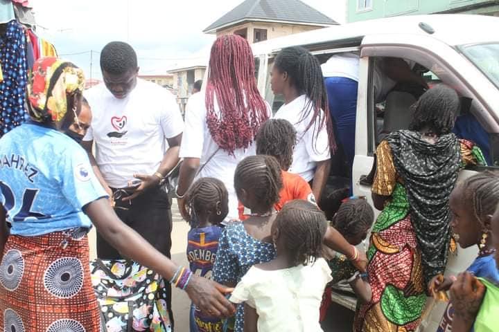 Adamazi Foundation: Blogger Adamazi Mbonu feeds the street to celebrate birthday - PHOTOS 32