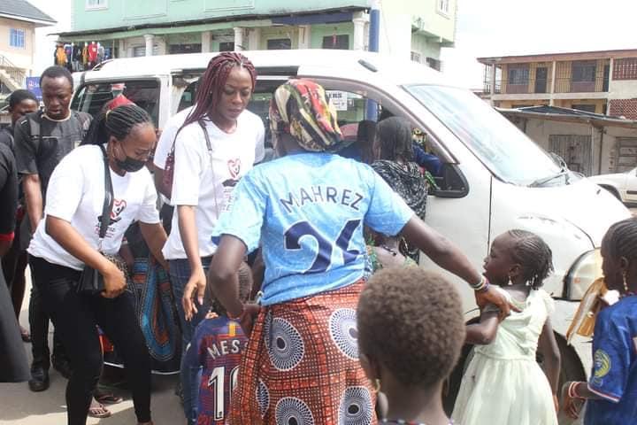 Adamazi Foundation: Blogger Adamazi Mbonu feeds the street to celebrate birthday - PHOTOS 29