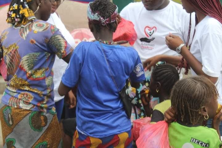 Adamazi Foundation: Blogger Adamazi Mbonu feeds the street to celebrate birthday - PHOTOS 31