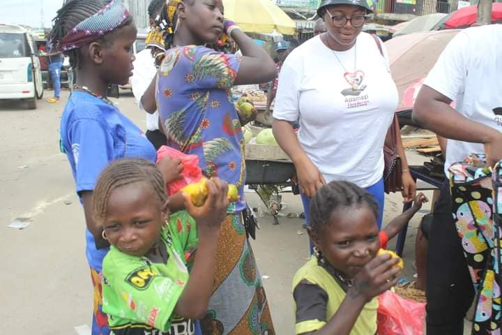 Adamazi Foundation: Blogger Adamazi Mbonu feeds the street to celebrate birthday - PHOTOS 30