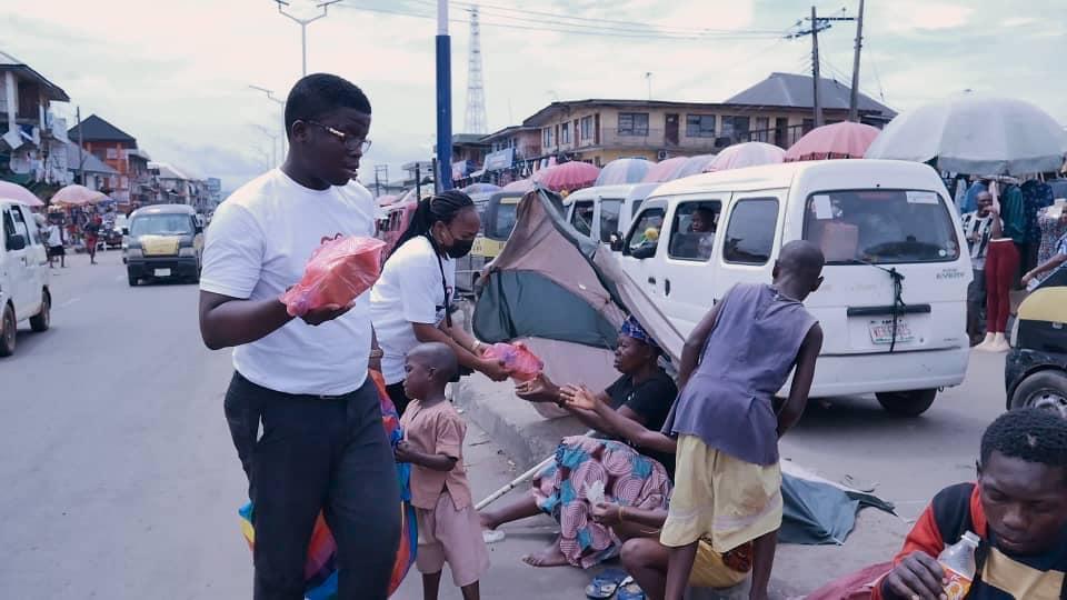 Adamazi Foundation: Blogger Adamazi Mbonu feeds the street to celebrate birthday - PHOTOS 25