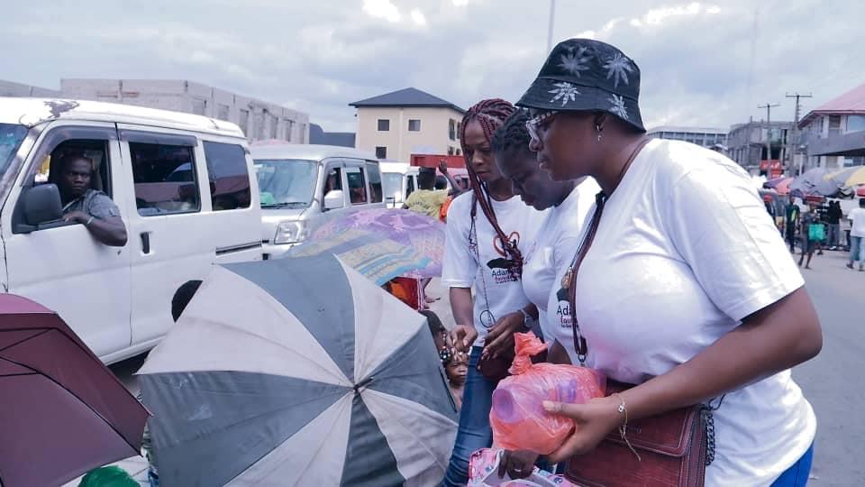 Adamazi Foundation: Blogger Adamazi Mbonu feeds the street to celebrate birthday - PHOTOS 23