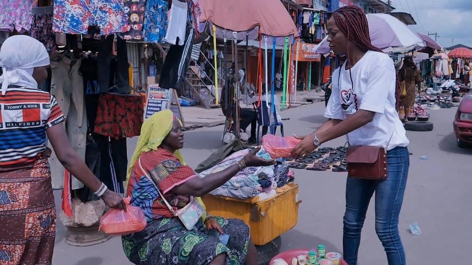 Adamazi Foundation: Blogger Adamazi Mbonu feeds the street to celebrate birthday - PHOTOS 17