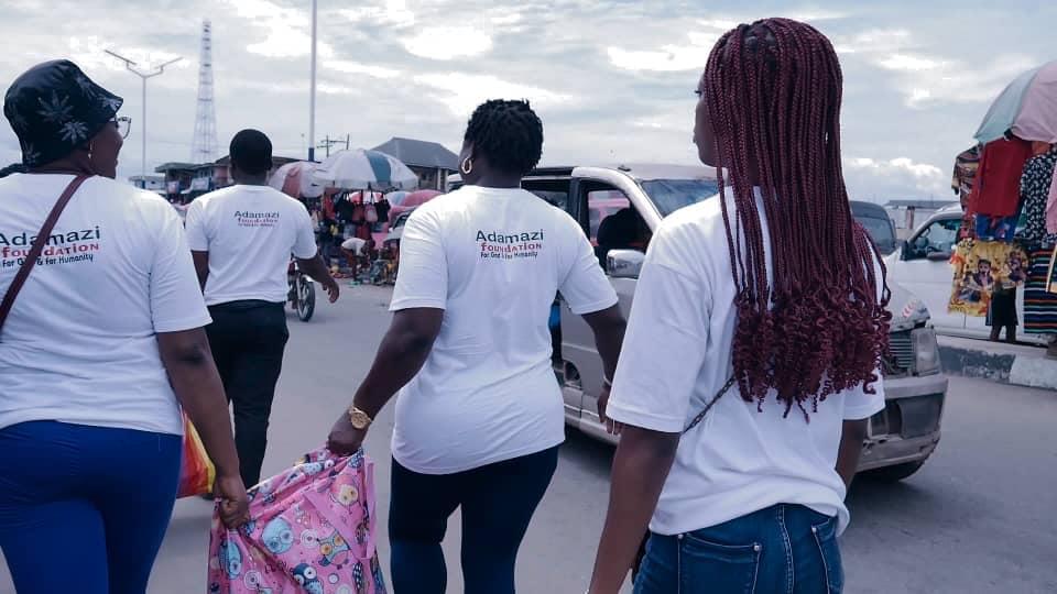 Adamazi Foundation: Blogger Adamazi Mbonu feeds the street to celebrate birthday - PHOTOS 15