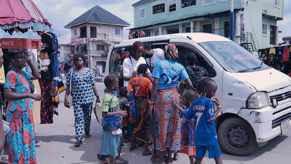 Adamazi Foundation: Blogger Adamazi Mbonu feeds the street to celebrate birthday - PHOTOS 12