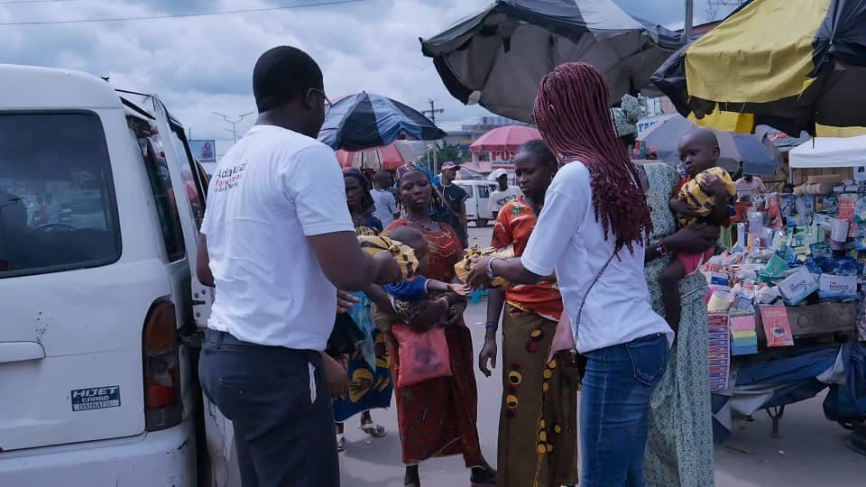 Adamazi Foundation: Blogger Adamazi Mbonu feeds the street to celebrate birthday - PHOTOS 8