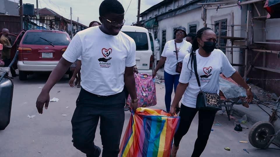 Adamazi Foundation: Blogger Adamazi Mbonu feeds the street to celebrate birthday - PHOTOS 3