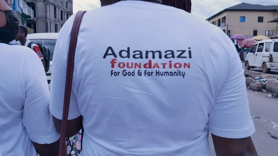 Adamazi Foundation: Blogger Adamazi Mbonu feeds the street to celebrate birthday - PHOTOS 7
