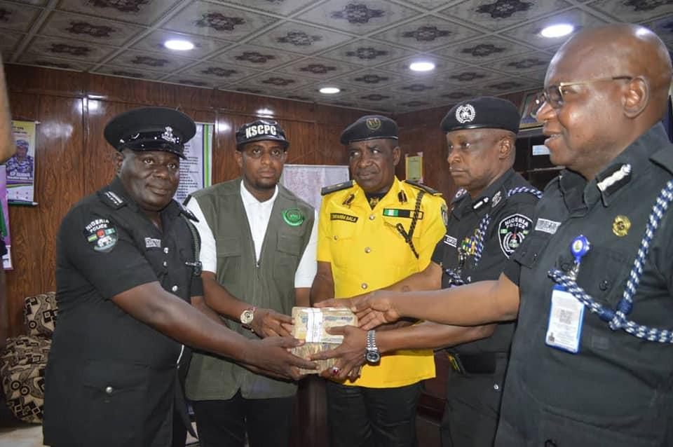 Police Officers Gets N1m Reward After Rejecting Bribe From Fake Drug Dealers In Kano 5