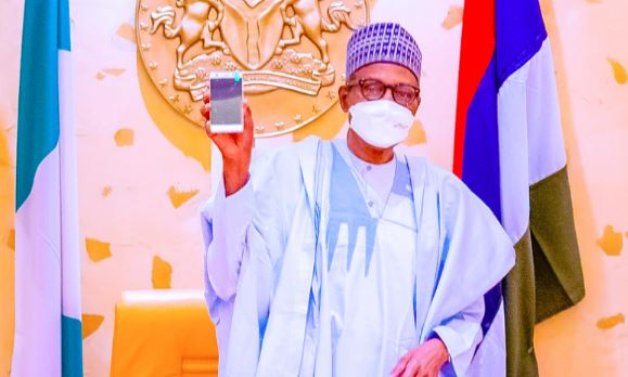 President Buhari Unveils First Ever Made-In-Nigeria Android Phone 'ITF Mobile' [Photos] 4