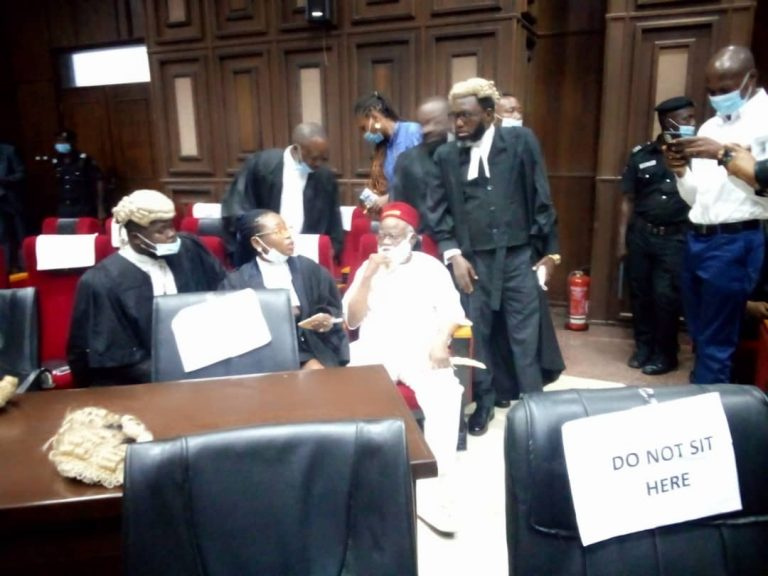 Anambra Ex-Governor Storms Abuja High Court For Nnamdi Kanu's Trial [Photos] 2