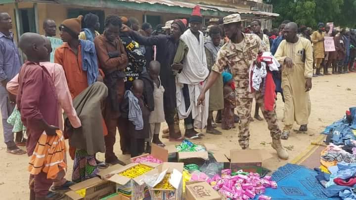 Nigerian Army Donates Food Items To 'Surrendered' Boko Haram Terrorists [Photos] 2